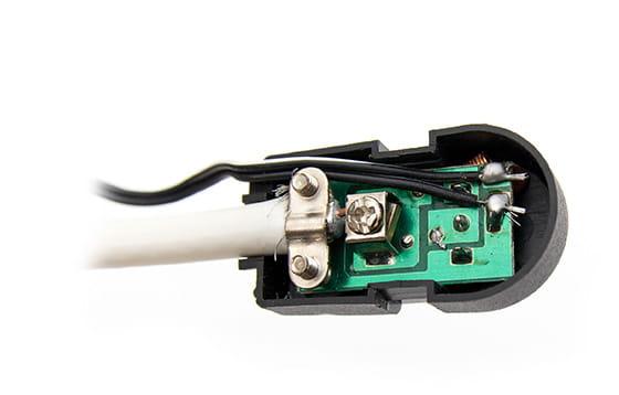 Podłączenia kabla do separatora zasilacza
